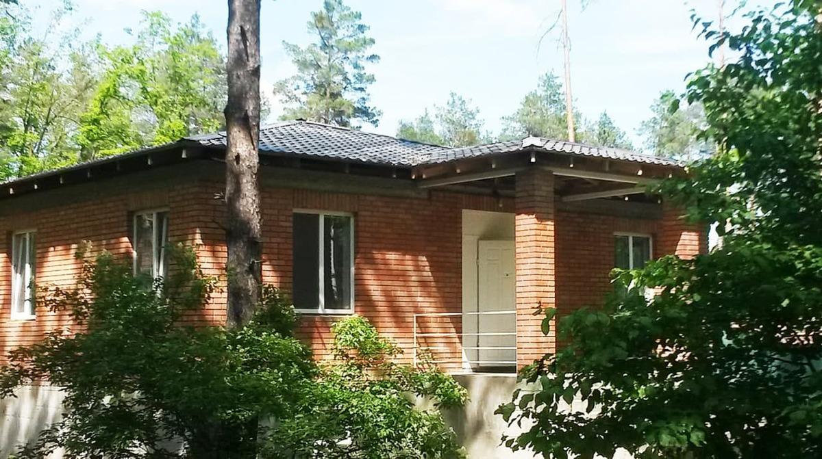 Одноповерховий будинок 190 м2, ділянка 12 соток Стоянка