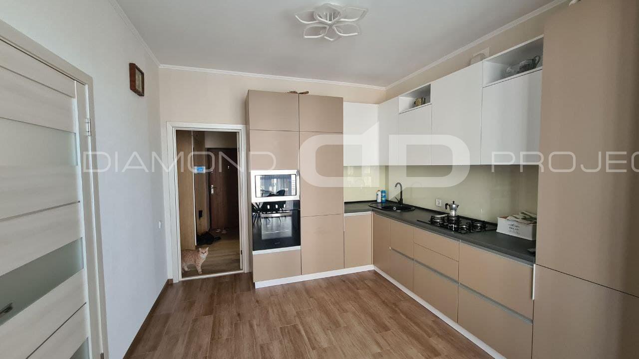 Повністю укомплектована 2-к квартира з дизайнерським ремонтом с. Крюковщина