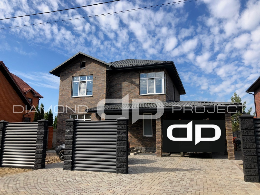 Просторий будинок з гаражем, 200 м.кв. на ділянці в 7,2 сотки