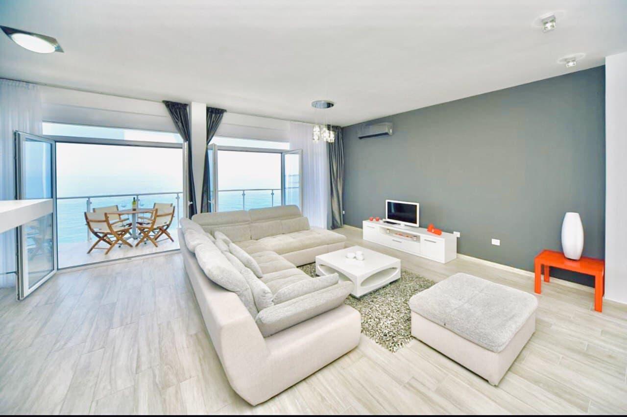Апартаменти Black and White (4 спальні і 3 туалета) Чорногорія
